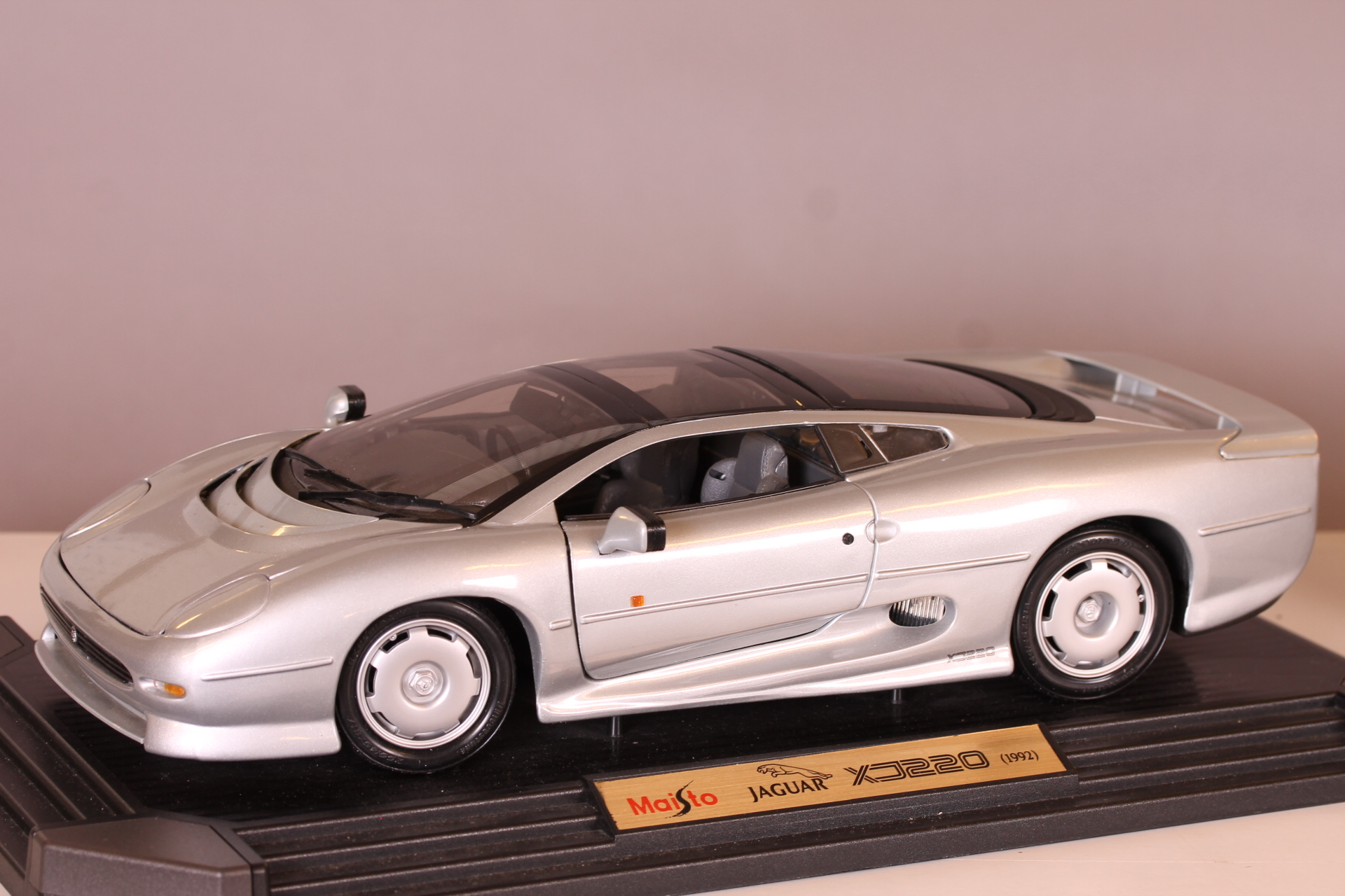 *1/12 Maisto Jaguar XJ220 silver (NO BOX)