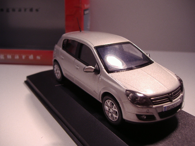 *1/43 Vanguards 09400 Vauxhall Astra Silver