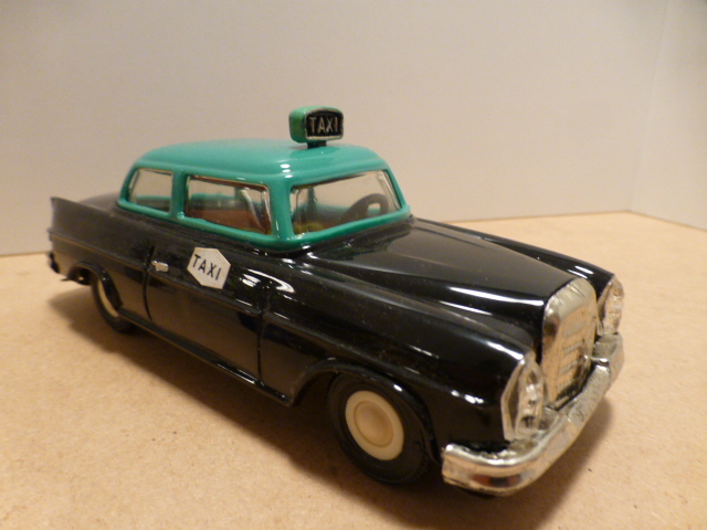 *Pepe Mercedes Taxi C/Friccao black/green 15 cm